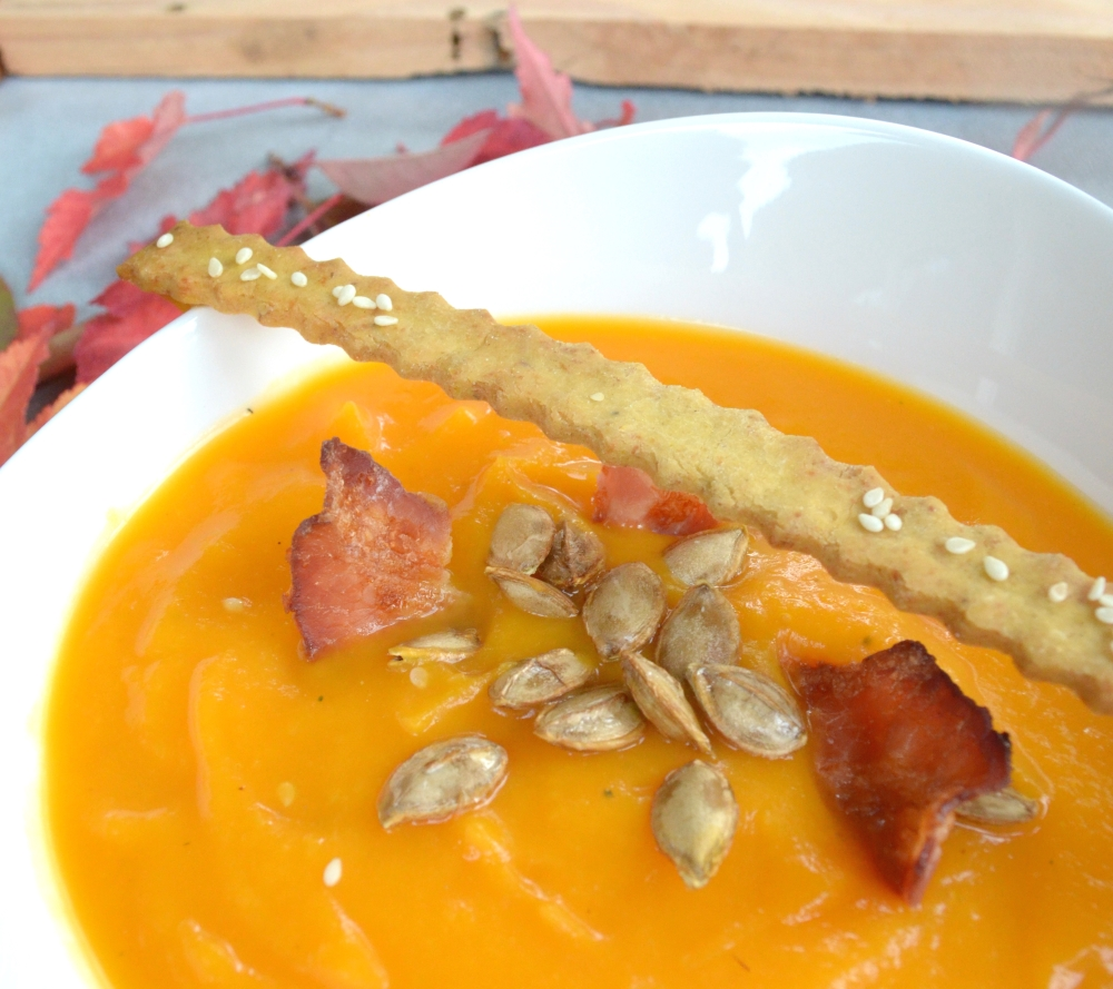 roasted-butternut-squash-soup-with-bacon-chips-grissini-4