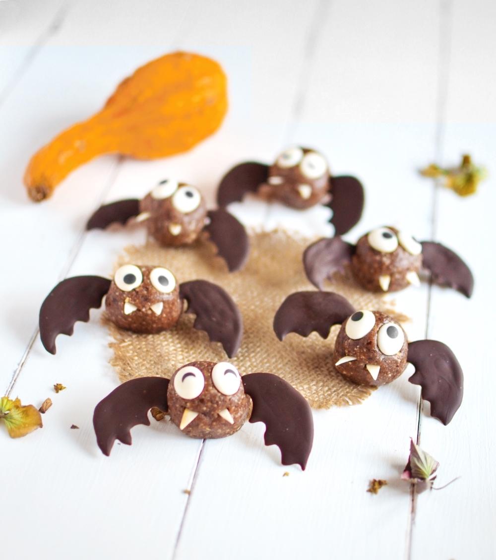 Halloween Bats Energy Balls (No-Bake, Gluten free, Vegan)